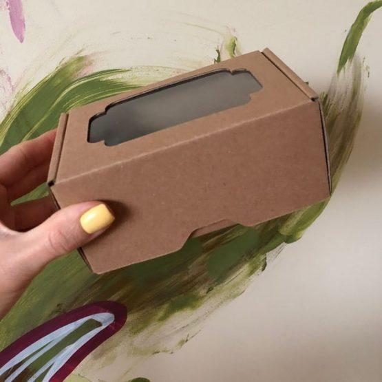 Коробка крафт с окном 13*8,5*6 см цельная